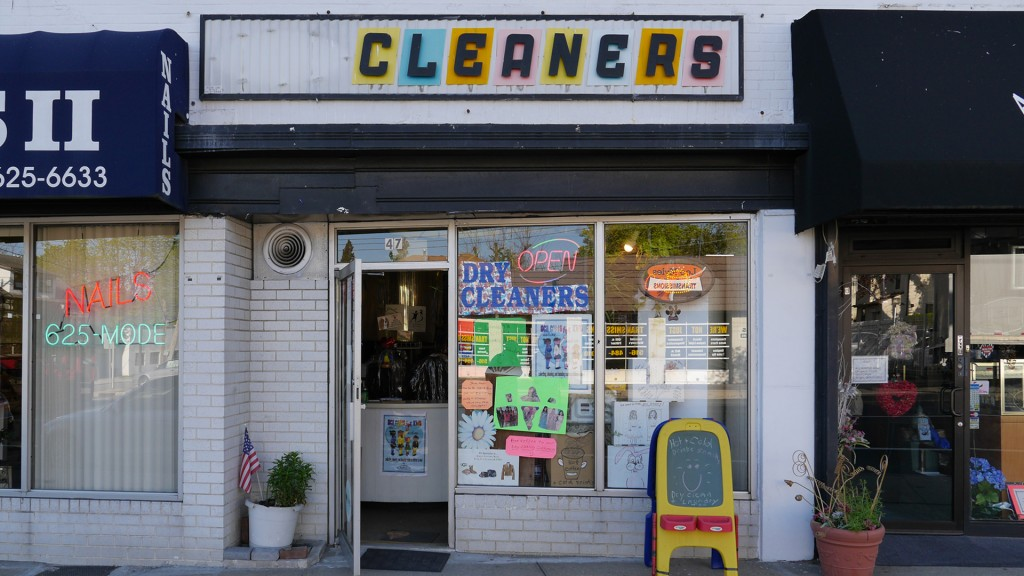 Cleaners LI pastel sign