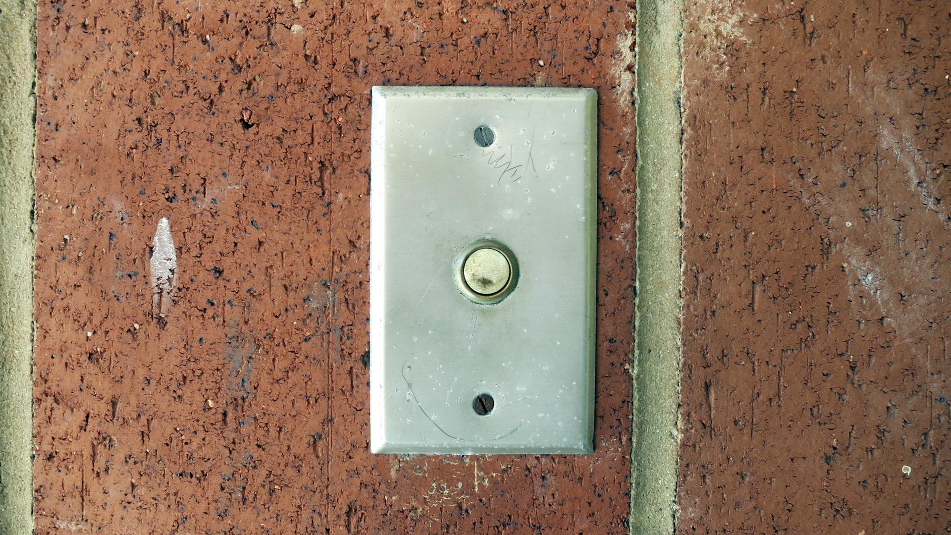 Mister Parfenix\'s Door Bell | Frankie\'s Apartment